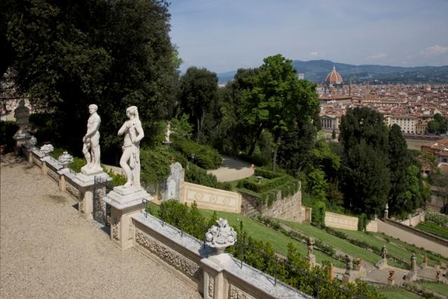 Firenze la luce marina di moses levy risplende a villa for Villas firenze