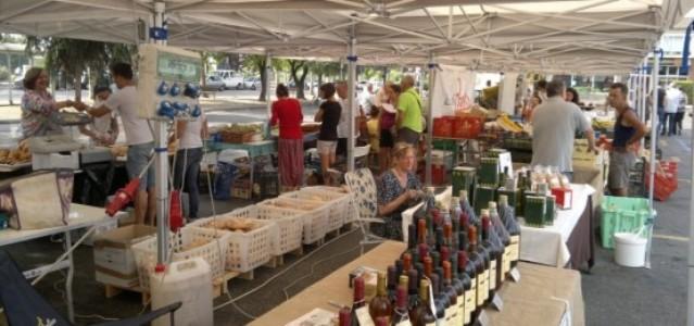 Prato bancarelle in santa trinit mostra mercato di for Mercato prato