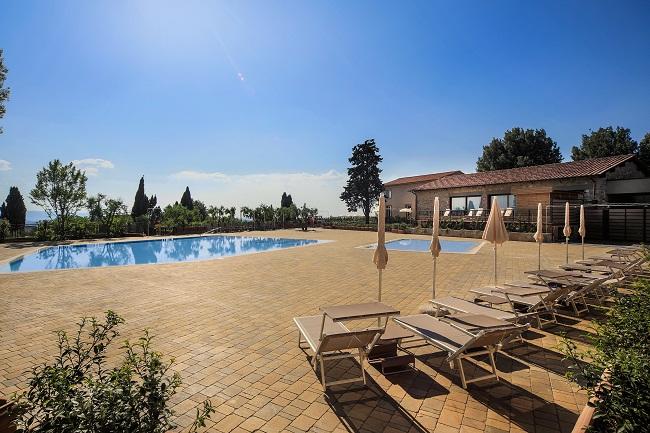 Montaione buffet brunch sulla terrazza de le piscine - Piscine preistoriche ingresso giornaliero ...