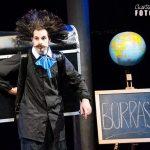"""[ Monteriggioni ] """"Burrasca"""" il mondo raccontato dal clown Ugo Sanchez Jr arriva sul palco di Itinerari d'inverno"""