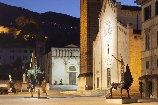 Salvador Dalì in mostra a Pietrasanta, tre mesi tra sculture in bronzo, cristalli e disegni