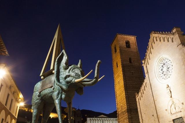 Foto Elefante in Piazza Duomo Dalì