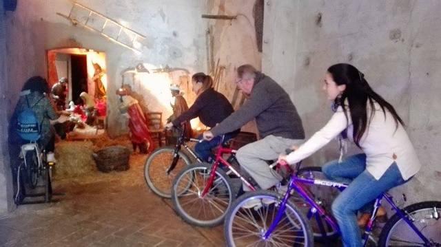 """Via dei Presepi al """"via"""" da domani, con decine di capolavori e un """"Presepe ciclistico"""""""