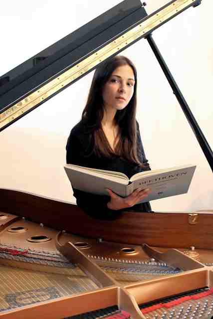 """Al festival """"Fiori Musicali"""" la pianista Alessia Bongiovanni in una serata dedicata a Robert Schumann"""