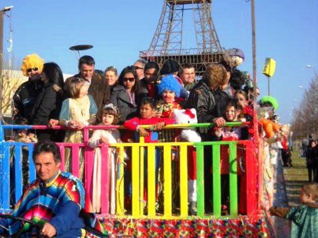 I carri del 'Carnevale sulle due Rive' fanno tappa a Empoli