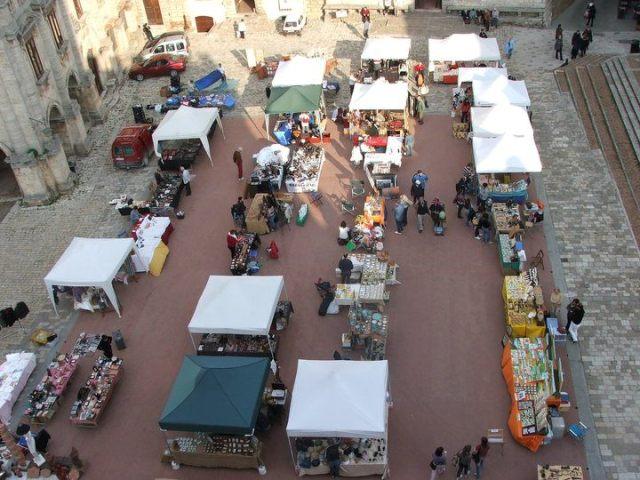 Montepulciano montepulciano fiera mensile delle arti e for Calendario mercatini antiquariato