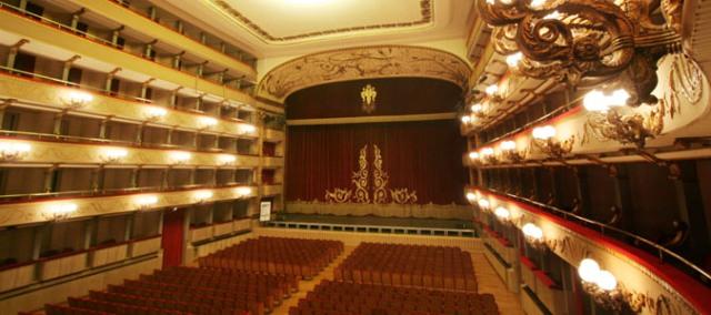 Stagione Teatrale al Teatro Verdi di Firenze con 18 spettacoli in programma tra i nomi Ambra Angiolini, Raul Bova, Claudia Cardinale, Lorella Cuccarini