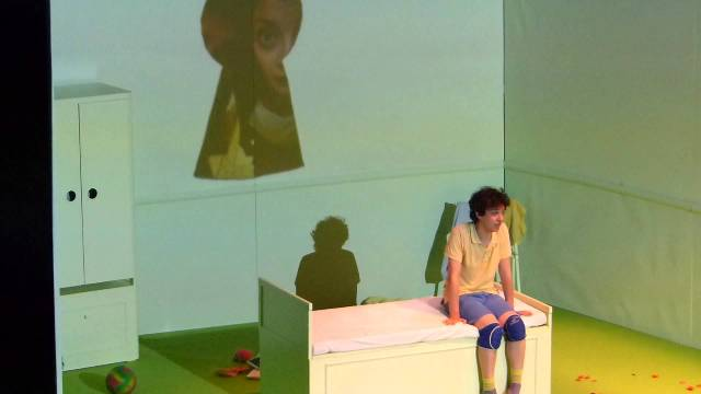 Giuliano Scarpinato: Fa' Afafine mi chiamo Alex e sono un dinosauro per Minimal Teatro