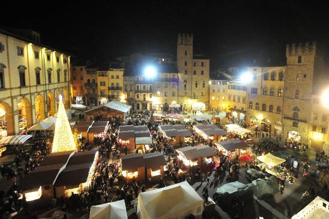 Arezzo Città del Natale si veste di luce. Dal mercato Tirolese alla Fortezza dei Bambini tante le attrazioni per grandi e piccini