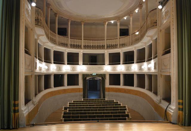 Stagione Teatrale 2017/2018 del Teatro dell'Olivo con spettacoli che spaziano dal Classico e contemporaneo alla tradizione e ai nuovi linguaggi