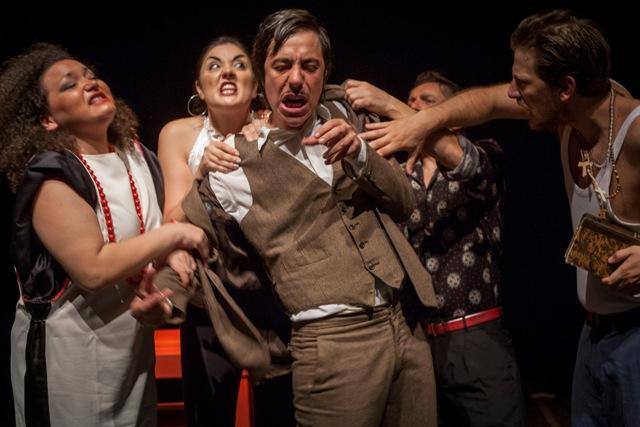 Hamlet Travestie della compagnia Punta Corsara al Teatro Fabbricone