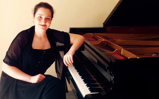 Sul palco del Teatro Shalom la talentuosa pianista Serena Valluzzi