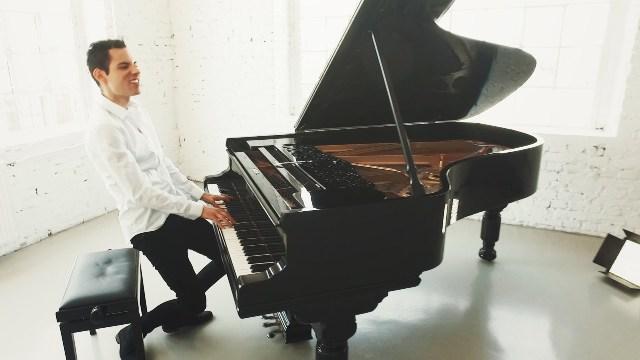 Peter Bence in concerto tra la musica classica e pop all'Obihall
