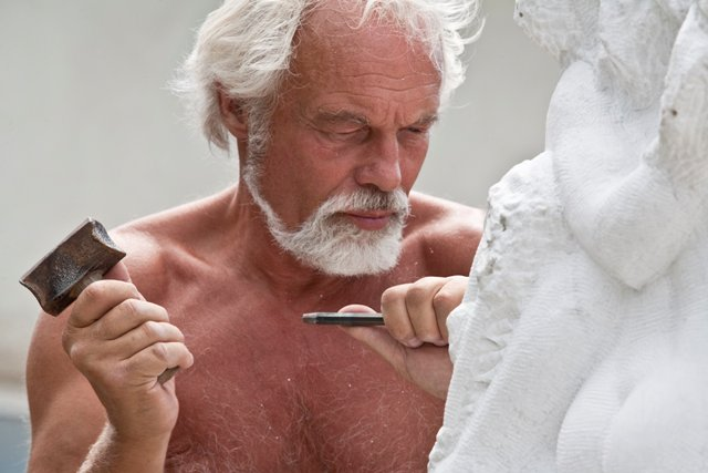 La mano creativa, Aart Schonk, uno scultore olandese in Toscana