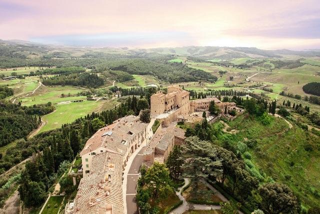 Racconti dal Decamerone: spettacolo itinerante Borgo di Castelfalfi a cura della compagnia Bohemians Arte e Musical