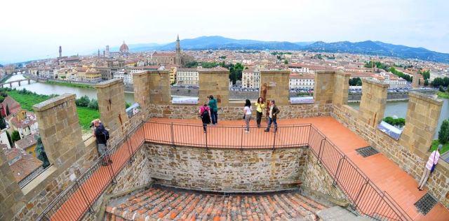 Aprono al pubblico torri, porte e fortezze cittadine: Torre San Niccolò, Zecca, Porta Romana, Forte Belvedere, Baluardo a San Giorgio, Fortezza San Giovanni