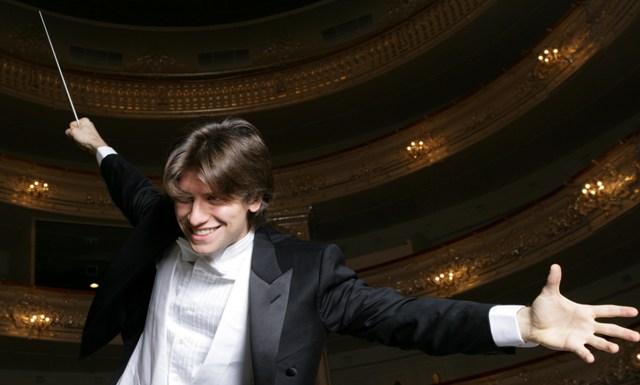 Concerto di Natale Daniele Rustioni direttore Beatrice Rana pianoforte con quattro date nei teatri della Toscana