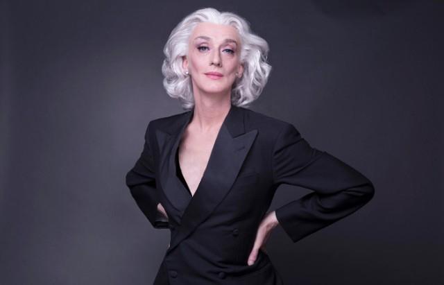 Elegantissima il recital con Drusilla Foer porta in occasione della Giornata Mondiale contro l'AIDS