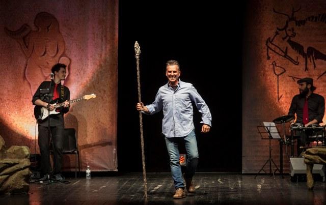 Caveman – l'uomo delle caverne con Marco Colombi al Teatro Verdi