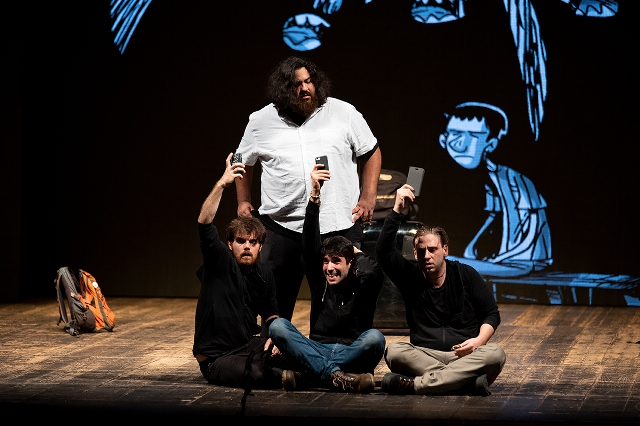 Kobane Calling on stage apre la stagione teatrale del Teatro Pacini