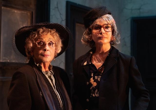 Le signorine con Isa Danieli e Giuliana De Sio al teatro Verdi di Santa Croce sull'Arno