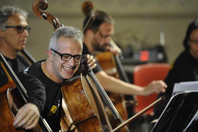 Lucca Classica Folk Cello, Giovanni Sollima porta a Lucca il suo personalissimo Canto del Mondo