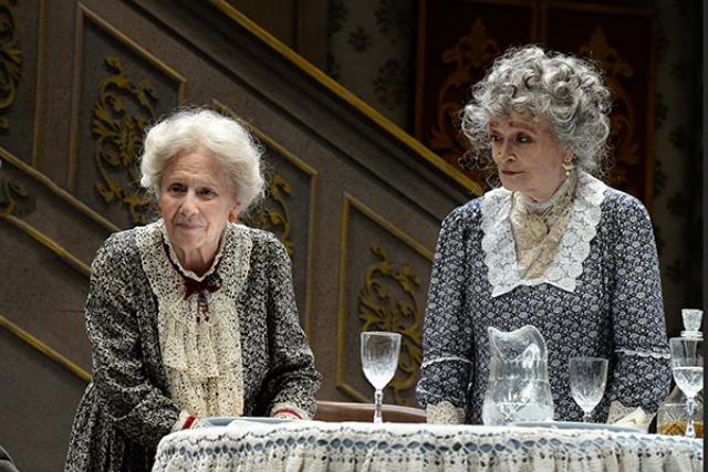 Arsenico e vecchi merletti al Teatro Politeama