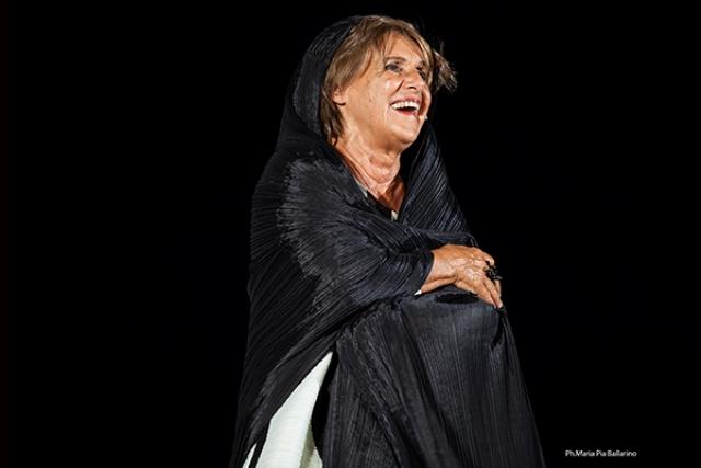 La vedova Socrate con Lella Costa al Teatro Politeama