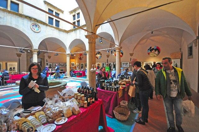 Volterragusto il cibo e la cultura XXIII edizione della mostra mercato del tartufo bianco e dei prodotti locali
